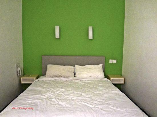 Hotel Amaris Pemuda Semarang: bed