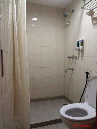 Hotel Amaris Pemuda Semarang: kamar mandi