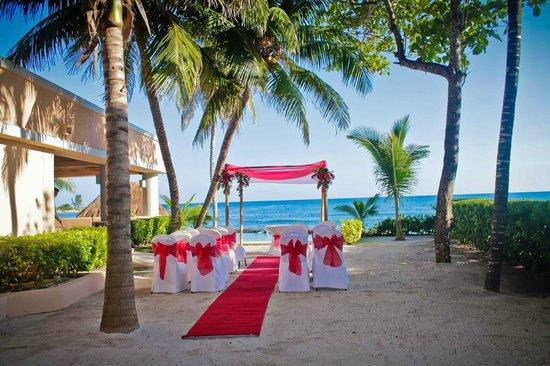 Omni Puerto Aventuras Beach Resort: wedding ceremony