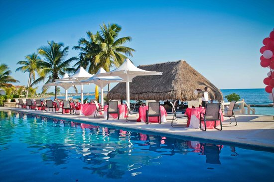 Omni Puerto Aventuras Beach Resort: dinner by the pool