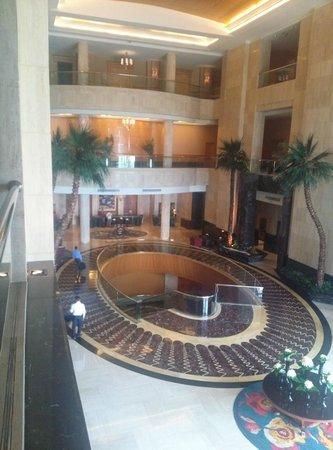 The Ritz-Carlton Jakarta, Mega Kuningan: Lobby, excellent service