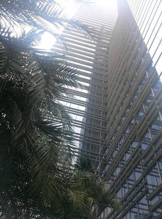 The Ritz-Carlton Jakarta, Mega Kuningan: Hotel building