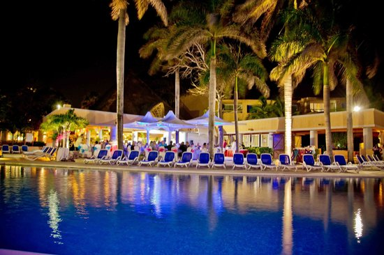 Omni Puerto Aventuras Hotel Beach Resort: pool view