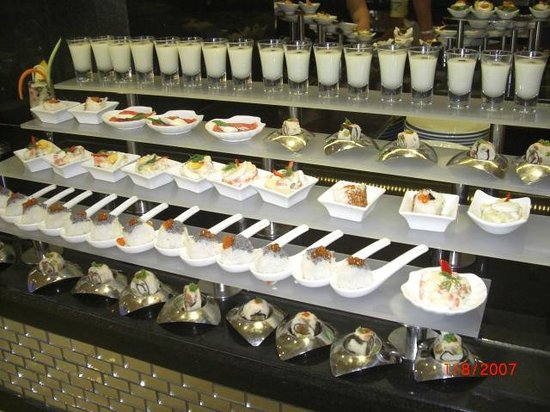 Crystal Sunset Luxury Resort & Spa: more delicious food might get to enjoy if i can find somewhere to sit