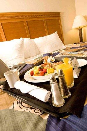 Holiday Inn Hotel & Conference Center : Valdosta, GA Room Service Right On Time