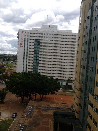 Nobile Suite Monumental: da Janela do quarto pode-se visualizar demais hotéis do setor hoteleiro...