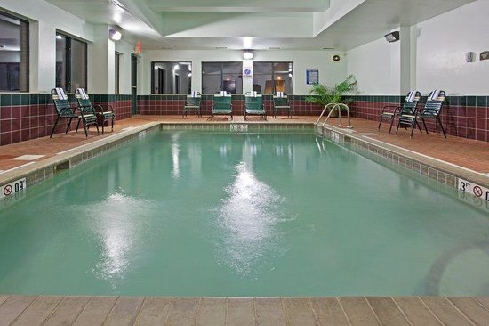 Holiday Inn Express N. Lima : Indoor Heated Swimming Pool