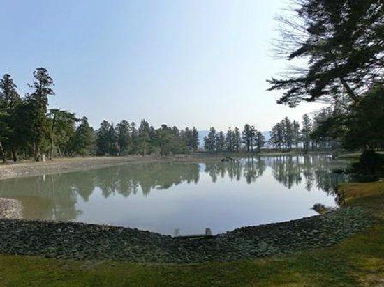 Motsu-ji Temple: 初春、早朝の毛越寺庭園