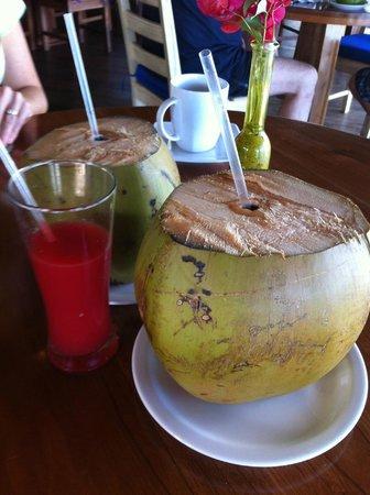 Yemaya Island Hideaway & Spa : Smoothie and coconut water for breakfast