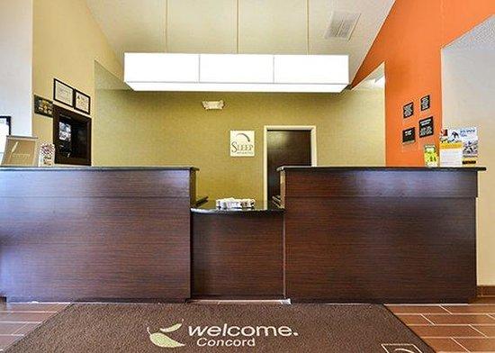 Sleep Inn & Suites : front desk