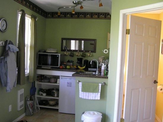Pheasants Run B&B: Cottage Kitchenette