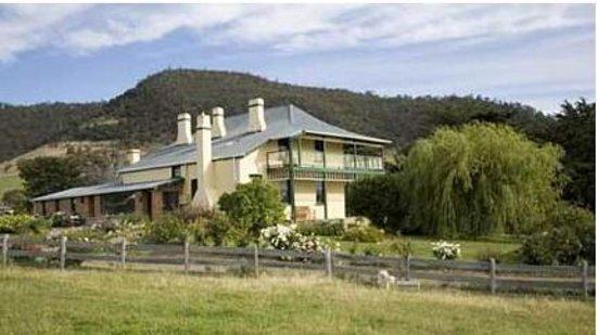Stanton Bed and Breakfast: Georgian Farmhouse with Victorian verandahs