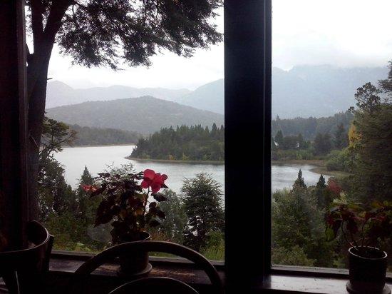 Bellevue Salon de Ta & Queso Pan y Vino: Vista desde los ventanales