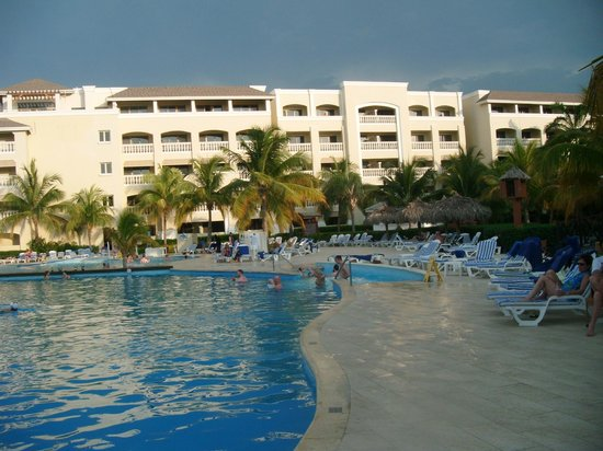Iberostar Rose Hall Beach Hotel: Pool