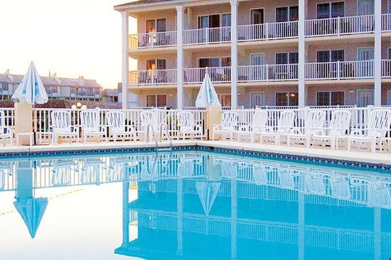 Sandpiper Beach Resort: Pool