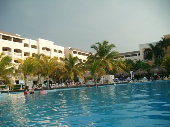 Iberostar Rose Hall Beach Hotel: Infinity Pool