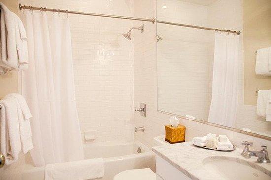 Sandpiper Beach Resort: Bathroom