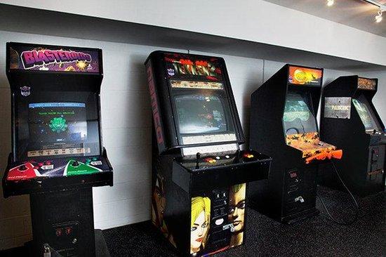 Sandpiper Beach Resort: Game Room