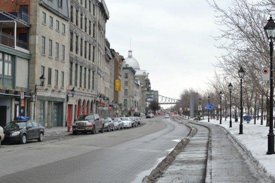 Auberge du Vieux-Port: The street view