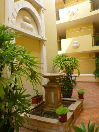 Il Palazzo Boutique Apartments Hotel: Central atrium