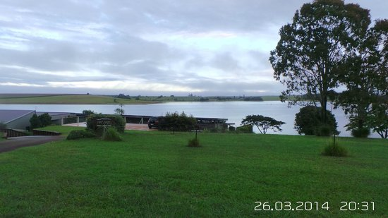The Edge - Lake Tinaroo: View on from road
