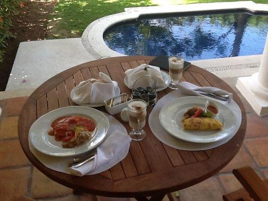 Casa Velas: Breakfast on the patio