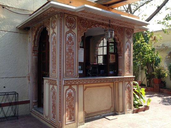 Hotel Madhuban : Front Desk