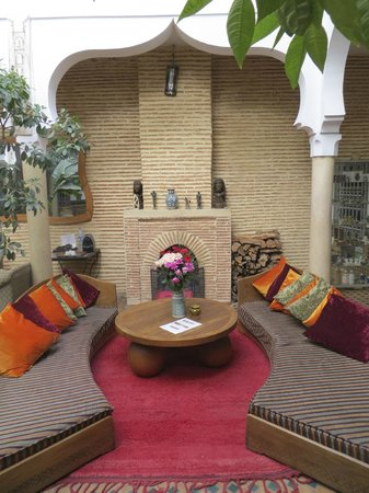 Riad Zinoun: Downstairs seating area