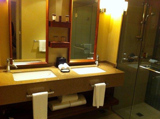 Sheraton Fiji Resort: Beautifull bathrooms
