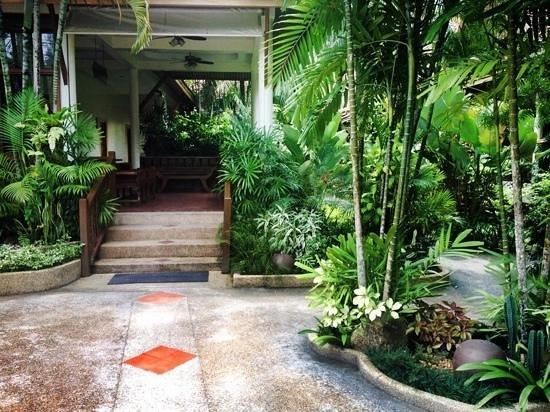 Bangtao Village Resort: reception and entrance