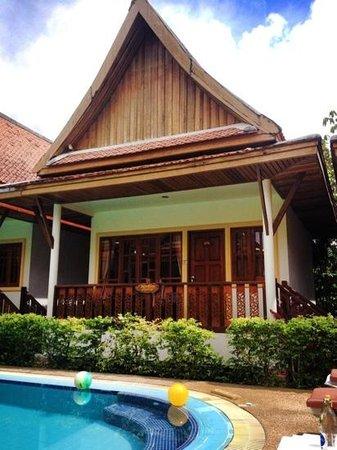 Bangtao Village Resort : bungalow exterior