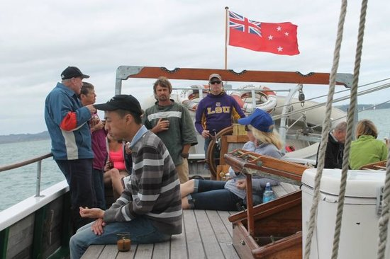 R. Tucker Thompson : Sailing on the R Tucker Thompson