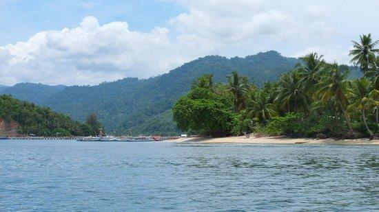 carocok beach left and cingkuak island right picture of rh tripadvisor co uk
