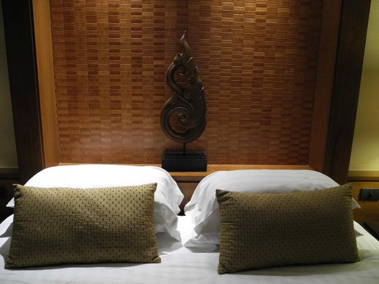 The Sukosol : lovely decorative bed posts in the Ayuthaya room to give a traditional thai feel