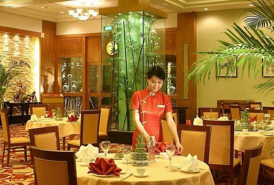 restaurants near holiday riverside wuhan hubei