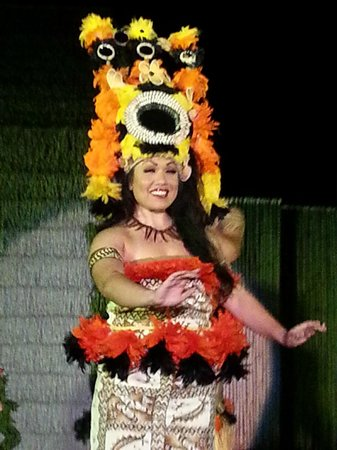 Island Breeze Luau : The Beautiful Queen.