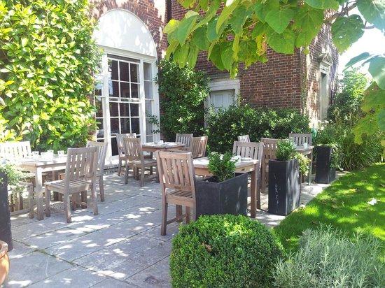 Pelham House: Sunny afternoon
