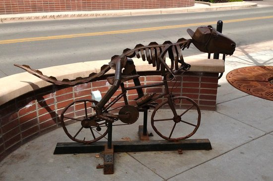 il Bistro Italiano: Proof that dinosaurs rode bicycles