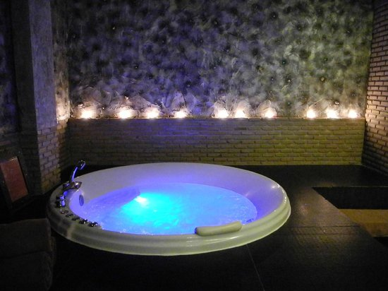 Siam@Siam Design Hotel Bangkok: our mineral bath at the day spa, very lovely