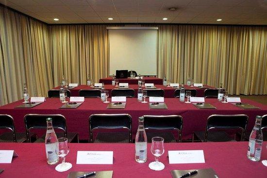 Apogia Paris: Meeting Room