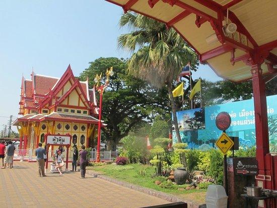 Hua Hin Railway Station : järnvägsstationen i Hua Hin