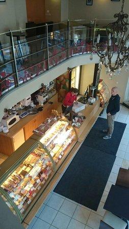 Pagaripoisid Cafeteria Snacks: Inside