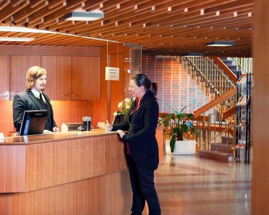 Hotel Rantapuisto: Reception Desk