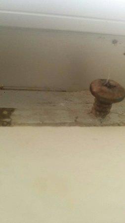 Whitsunday Apartments Hamilton Island: Windowsill in the bathroom