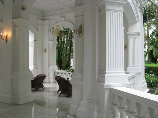Raffles Hotel Singapore: Verandah of the Raffles