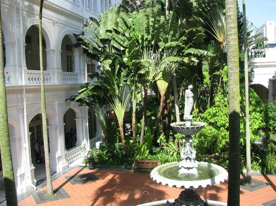 Raffles Hotel Singapore: Raffles Garden from Writers'Terrace