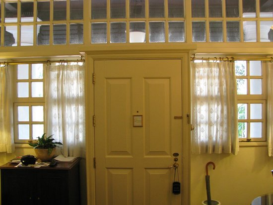 Raffles Hotel Singapore: Parlour of a Writers' Suite, Facing Terrace