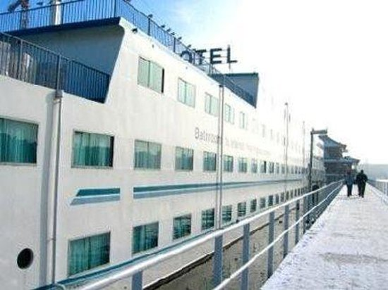 Amstel Botel: Exterior