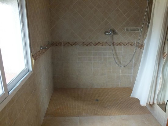 Disabled room open shower for wheelchairs - Picture of Casa Pino ...