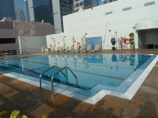 Rose Rayhaan by Rotana: piscine au 4eme étage